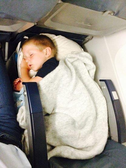 mala cama viagem avião bebe